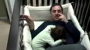 Малышка Согласна Спать ТОЛЬКО с Папой! Посмотрите, что Он Делает...